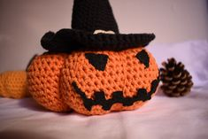 Zucca stregata di Halloween Beanie, Hats, Fashion, Amigurumi, Moda, Hat, Fashion Styles, Beanies, Fasion