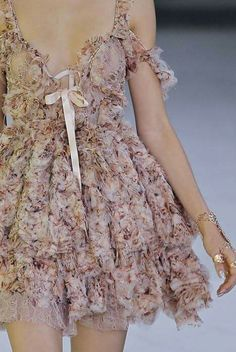 So girly! I just don't like the deep neck and the length- wish it could be longer. Look Fashion, Runway Fashion, High Fashion, Fashion Outfits, Womens Fashion, Mode Geek, Beautiful Outfits, Cute Outfits, Short Dresses