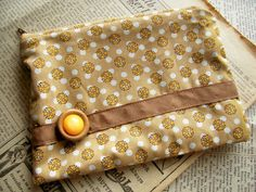 Small zipper pouch - I am on a goal to organize my purse into pouches!