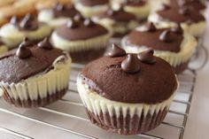 Brownie brownies s tvarohem Brownie Cupcakes, Cheesecake Brownies, Food And Drink, Healthy Recipes, Healthy Food, Sweets, Breakfast, Gardening, Straws
