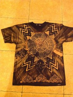 Blocks, bleach and brush on black t-shirt - these are FANTASTIC! Fabric Printing, Diy Clothing, Bleach, Upcycle, Crafty, Things To Sell, Mens Tops, Prints, T Shirt