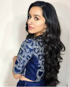 Palat 😉 for promotions today Beautiful Girl Indian, Beautiful Girl Image, Beautiful Indian Actress, Shraddha Kapoor Cute, Sraddha Kapoor, Indian Hairstyles, Beautiful Bollywood Actress, Indian Beauty Saree, Indian Celebrities