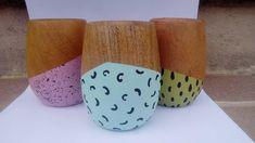 Mates de madera pintados a mano, incluye bombillita de regalo. $200 Polen en OFELIA Painted Flower Pots, Posca, Acrylic Art, Painting On Wood, Handicraft, Graphic Art, Decoupage, Mandala, Pottery