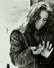 Elizabeth Taylor. I love this pic.