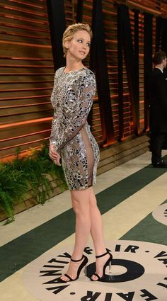 #JenniferLawrence wearing #TomFord dress at 2014 Oscar Party hosted by #VanityFair!