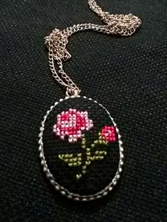 This Pin was discovered by Nec Embroidery Jewelry, Beaded Embroidery, Embroidery Stitches, Hand Embroidery, Cross Stitch Love, Cross Stitch Charts, Stitch Crochet, Beaded Banners, Modern Cross Stitch Patterns