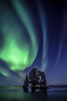 Aurora Borealis over Dinosaur rock, Iceland Beautiful Sky, Beautiful Pictures, Places To Travel, Places To See, Northen Lights, Green Sky, Iceland Travel, Sky And Clouds, The Ranch