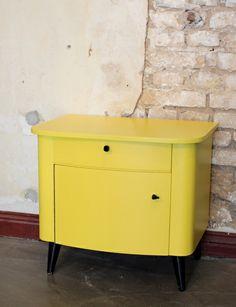 Vintage 50er Jahre Nachttisch Nachtschrank Gelb von Stattfein auf DaWanda.com