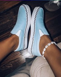 Vans for fashion! Vans for fashion! Vans Sneakers, Moda Sneakers, Sneakers Mode, Sneakers Fashion, Fashion Shoes, Dress Fashion, Vans Shoes Outfit, White Vans Outfit, Converse