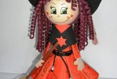 La tinytien de muñecas de goma eva