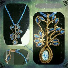 Nacklace Tree of Life Blue, in filato C-lon   cabochon centrale e perline,chiusura regolabile