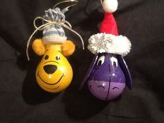 Winnie and Eeyore lightbulb ornaments Recycled Light Bulbs, Painted Light Bulbs, Light Bulb Art, Light Bulb Crafts, Christmas Light Bulbs, Diy Christmas Ornaments, Xmas Crafts, Christmas Deco, Christmas Tree Decorations