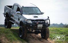 SAS Toyota Hilux Toyota Trucks, Toyota Cars, Diesel Trucks, Cool Trucks, Pickup Trucks, Toyota Tacoma 4x4, Toyota Hilux, Best Off Road Vehicles, 4x4 Wheels