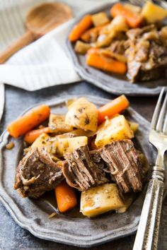 Easy Crock Pot Roast: This simple crock pot chuck roast recipe will have your mouth absolutely watering as it slow cooks to perfection over 8 hours. Crock Pot Chuck Roast, Chuck Roast Recipes, Pot Roast Recipes, Beef Recipes, Recipies, Goulash Recipes, Family Recipes, Crockpot Dishes, Crock Pot Cooking