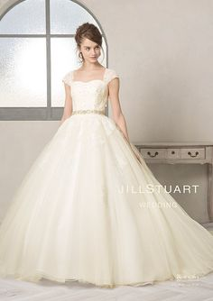 ウエディングドレス オリジナルコレクション|JILLSTUART WEDDING 公式ホームページ [ジルスチュアート ウェディング] Ball Gowns Fantasy, Bridal Gowns, Wedding Gowns, Fantasy Wedding, Wedding Wear, Dream Wedding, Modest Wedding Dresses, Beautiful Outfits, Gorgeous Dress