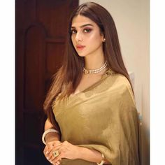 Gorgeous Sonya Hussyn in Royal Gold Saree with Pearl Necklace Indian Gowns Dresses, Indian Fashion Dresses, Indian Designer Outfits, Pakistani Dresses, Saree Draping Styles, Saree Styles, Indian Bridal Fashion, Indian Wedding Outfits, Saree Jewellery
