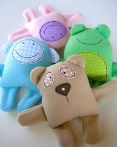 Sweet and adorable cuddly toys that could easily be made into a mobile