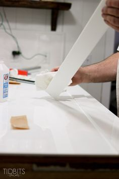 Save thousands of dollars and still get a high end look with these DIY solid surface/corian countertops. Solid Surface Countertops, How To Install Countertops, Kitchen Countertop Materials, Corian, Diy Kitchen, Kitchen Sink, Kitchen Ideas, Counter Top