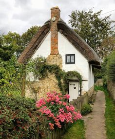 Cottage In The Woods, Rustic Cottage, Garden Cottage, Cozy Cottage, Brick Cottage, English Cottage Interiors, English Cottage Style, English Cottages, English Homes