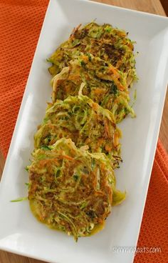 Vegetable Fritters Slimming Eats - Slimming World Recipes Broccoli Slaw Recipes, Vegetable Recipes, Brocolli Slaw Salad, Broccoli Cole Slaw, Vegetable Sides, Slimming Eats, Slimming World Recipes, Baby Food Recipes, Cooking Recipes