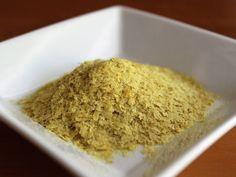 "Drojdia nutritionala(in limba engleza ""nutritional yeast"") - denumita sidrojdie inactiva- se fabrica dintr-o ciuperca (Saccharomyces cerevisiae) car"