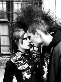 punk love even if it only shows on the inside Style Punk Rock, Punk Rock Fashion, New Retro Wave, New Wave, Glam Rock, Manic Panic Hair Dye, Punk Mohawk, Mohawk Hair, Moda Punk