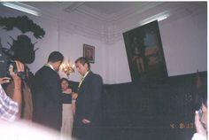 Entrega de la Medalla de la Ciudad de Ica a Carlos Caldas Pozo. (Junio de 2004 Ica Perú)