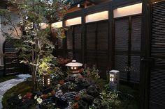 心和ます和の空間。風情ある庭園に灯りを燈す。 #lightingmeister #pinterest #gardenlighting #outdoorlighting #exterior #garden #light #house #home #calm #japanesestyle #elegance #japanesegarden #和む #和 #和風 #風情 #灯り #庭園 #家 #庭 #日本 Instagram https://instagram.com/lightingmeister/ Facebook https://www.facebook.com/LightingMeister