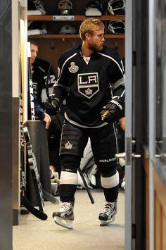 Carter leaving the locker room ready for battle, Go Kings Go Jeff Carter, Ontario Reign, La Kings Hockey, Hockey Baby, Sports Baby, Los Angeles Kings, Win Or Lose, New York Jets, Oakland Raiders