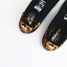Can't go wrong with a little bit of leopard. Covet Fashion, Fashion Shoes, Adidas Fashion, Style Fashion, Womens Fashion, Leopard Shoes, Zalando Style, Shopping Vouchers, Shopping