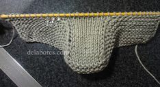 Patrones: 47. Tutorial botitas de bebé Knitted Booties, Knit Shoes, Crochet Shoes, Knit Or Crochet, Baby Booties, Baby Shoes, Knitting Socks, Baby Knitting, Baby Candy
