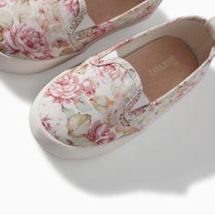 Bild 4 av Slip-on blommönster från Zara