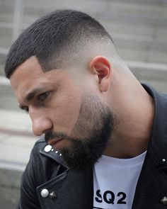 It's not very often you get told your hair looks great so considering it's the start of a new year let's make 2019 awesome starting with the fade cut that's fresh and low ma… Best Fade Haircuts, Popular Haircuts, Hairstyles Haircuts, Haircuts For Men, Latest Hairstyles, Hair And Beard Styles, Curly Hair Styles, Short Hair Styles Men, Crop Haircut