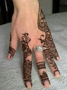 Mehndi Designs - Beautiful, simple Mehndi Designs for hands and legs on CGFrog. These simply easy mehndi designs are perfect for any festive occasions. Mehendi, Mehandi Henna, Jagua Henna, Hand Mehndi, Mehndi Tattoo, Henna Tattoo Designs, Henna Tatoos, Henna Ink, Henna Body Art