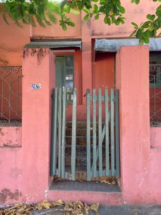 Portón antiguo de madera