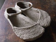 Earthing shoes via handcrafted travellers