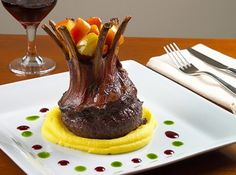 (Carré de Cordeiro com Purê de Mandioquinha e Maçãs) > whatever that means, never saw lamb chops presented this why -looks like one piece of meat . Tapas, Salty Foods, Lamb Chops, Food Plating, Recipe Of The Day, Fine Dining, Food For Thought, Food Art, Pudding