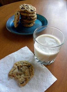 Peanut Butter Chocolate Chip Cookies Butter Chocolate Chip Cookies, Chocolate Peanut Butter, Dessert Recipes, Desserts, Glass Of Milk, Chips, Food, Tailgate Desserts, Deserts