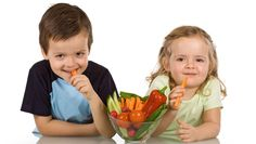 Good nutrition and a balanced Paleo diet are essential for healthy, happy kids. Here are three reasons your kids should eat Paleo with the whole family! Weight Loss Meals, Healthy Eating For Kids, Healthy Snacks For Kids, Nutritious Snacks, Healthy Meals, Dorian Cuisine, Crockpot, Veggie Snacks, Eating Vegetables