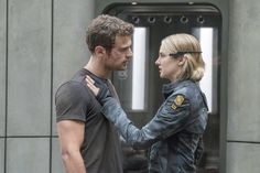 23 of the Coolest Halloween Costumes For Couples Inspired by 2016 Pop Culture Four and Tris From Allegiant