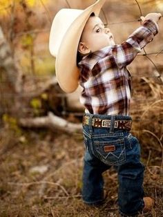 Cowboy Baby Names Cowboy names are the names used by famous people from the old West and from legends of America. See also American Names and Native American Names for more information about… Baby Kostüm, Baby Kind, Diy Baby, Baby Gap, Little Cowboy, Little Boys, Lil Boy, Fashion Kids, Foto Baby