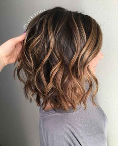 Short Brown Hair with Caramel Highlights frisuren frauen frisuren männer hair hair styles hair women Dark Chocolate Hair, Chocolate Color, Balayage Lob, Balayage Bob Brunette, Ash Blonde, Brunette Balayage Hair Short, Lob Ombre, Balayage Hair Honey, Ombre Bob Hair