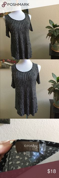 Crosby Black/white cutout top, S Very comfy Crosby top Black/White pattern, cut out shoulder ... Size S... go anywhere top. Crosby Tops Blouses
