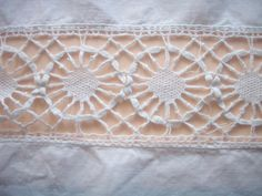 Vintage Kissen & Decken - Vintage Kissenbezug Häkelbordüre Monogramm weiß - ein Designerstück von Schaetze-von-Gestern bei DaWanda