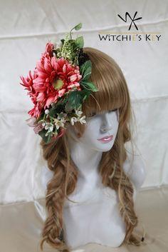 ガーベラ3つを中心に配置したシンプルなヘッドドレス。