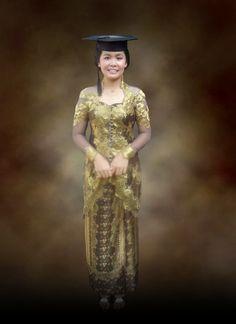 model kebaya wisuda Model Kebaya Modern, Traditional Dresses, Glamour, Blouse, Fashion, Moda, Blouses, Fasion, The Shining