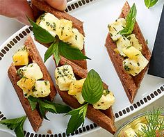 Feta-Schnittli Feta, Avocado Toast, Sushi, Cheese, Breakfast, Ethnic Recipes, Food Food, Recipes, Morning Coffee