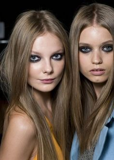 What is the best blonde hair dye? Can you color dark hair to dark ash blonde or light ash blonde? Here's how to get ash blonde hair color at home with a list of top-rated ashy blonde hair dyes and colors for flattering looks (with pictures). Dark Ash Blonde Hair, Blonde Hair Dye Colors, Cool Blonde Hair, Dyed Blonde Hair, Hair Color Highlights, Hair Colour, Ashy Hair, Chunky Highlights, Caramel Highlights