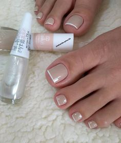 Discovered by Cris Figueiredo. Find images and videos on We Heart It - the app to get lost in what you love. Pretty Toe Nails, Cute Toe Nails, Toe Nail Art, Gorgeous Nails, Gel Uv Nails, Manicure And Pedicure, Pink Nails, Acrylic Nails, French Pedicure