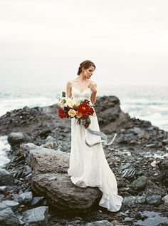 coastal bride wedding editorial - photo by Apryl Ann Photography http://ruffledblog.com/coastal-bride-wedding-editorial
